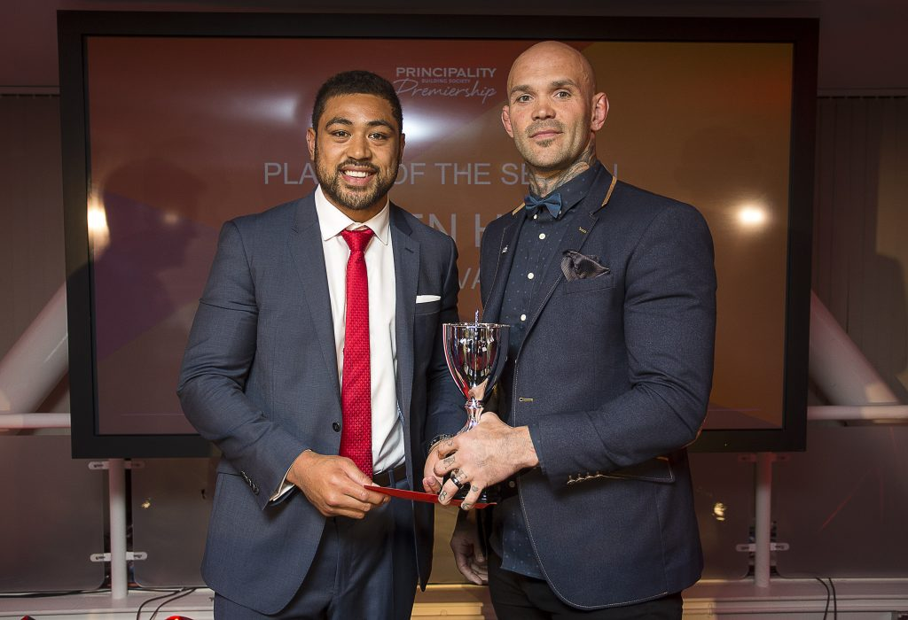 23.05.16 - Principality Premiership Awards - Player of the Season Damian Hudd presented by Taulupe Faletau.