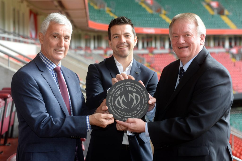 msct-russell-goodway-ospreys-in-the-community-paul-whapham-wru-chairman-gareth-davies-jpg